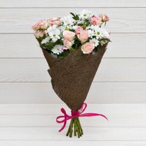 """Букет из хризантем и кустовых роз """"Забава"""""""